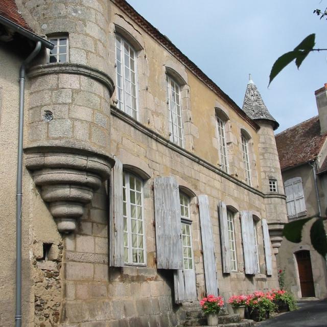 Maison À Tourelles Boussac Creuse©ot Boussac