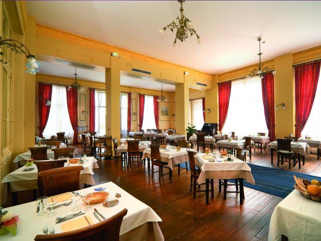 Salle De Restaurant Du Grand Hôtel Evaux Les Bains