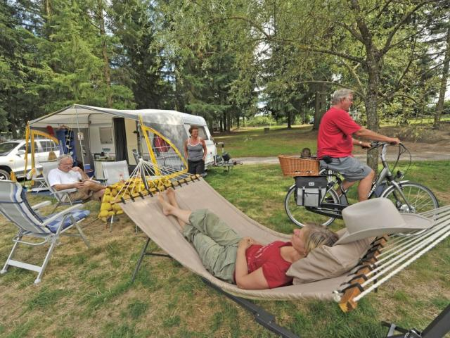 Camping en Creuse ©J.Damase