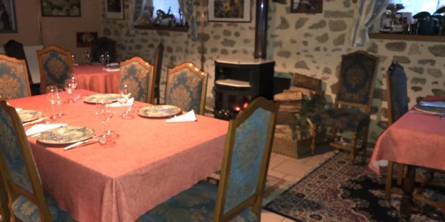 table de restaurant de type auberge