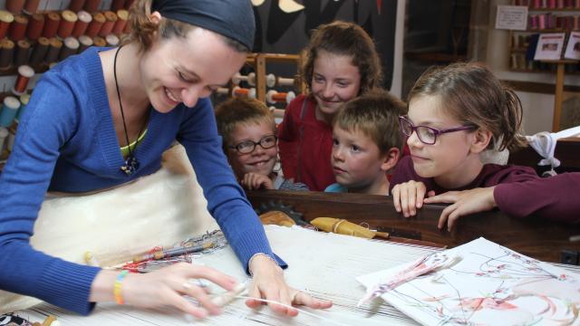Tissage Enfants 02 ©aubusson Felletin Tourisme